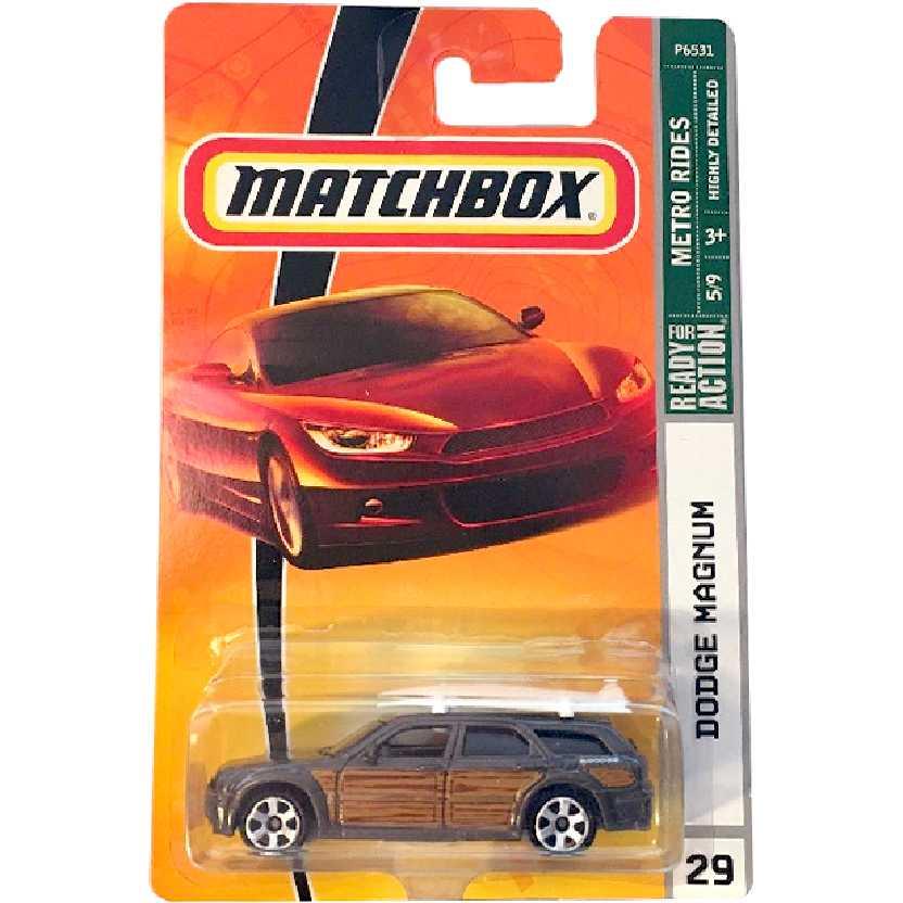 2009 Matchbox Dodge Magnum com 2 pranchas de surf #29 P6531 escala 1/64