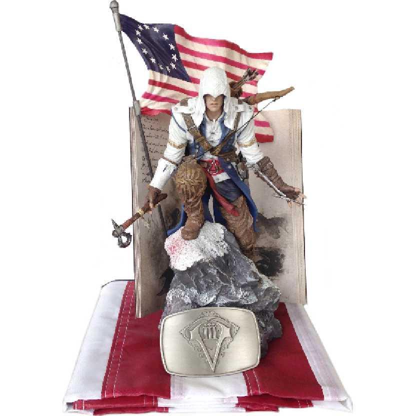 Assassins Creed 3 III Estátua do Connor + Bandeira + Fivela de cinto + caderno (aberto)