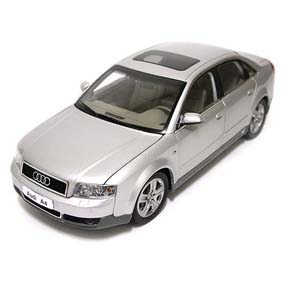 Audi A4 (2003) Interior Acarpetado, abre 4 portas e porta malas
