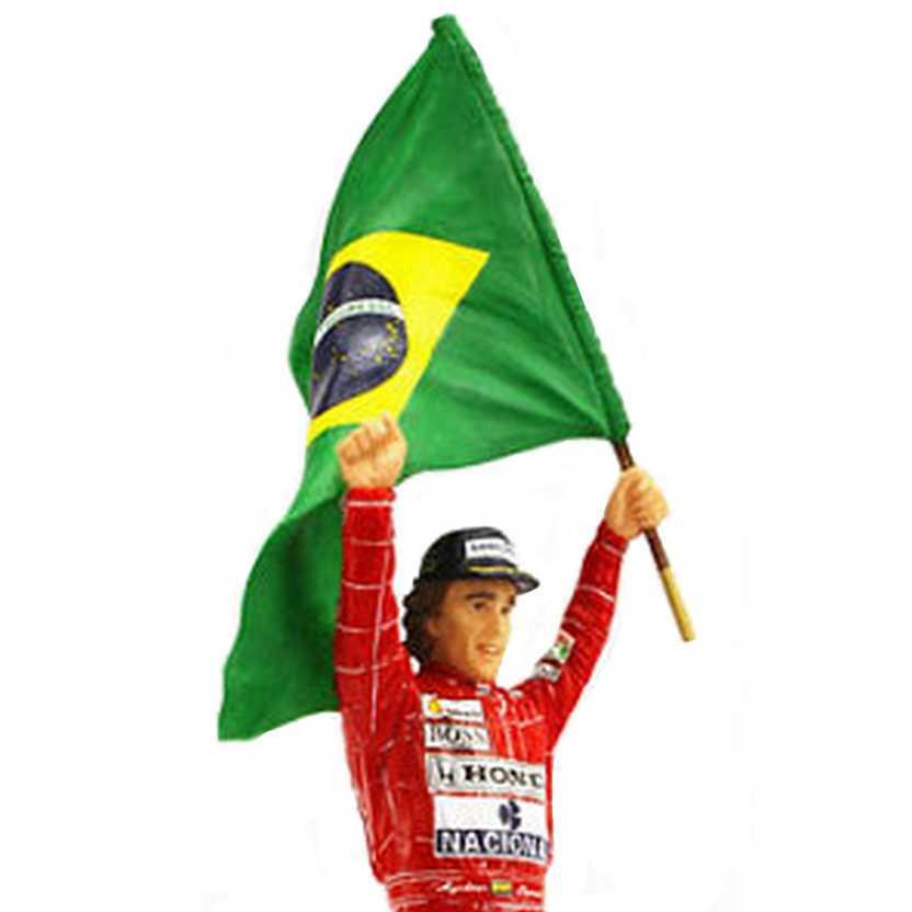 Ayrton Senna com bandeira do Brasil (1991 GP Brasil McLaren Honda) escala 1/18 True Scale