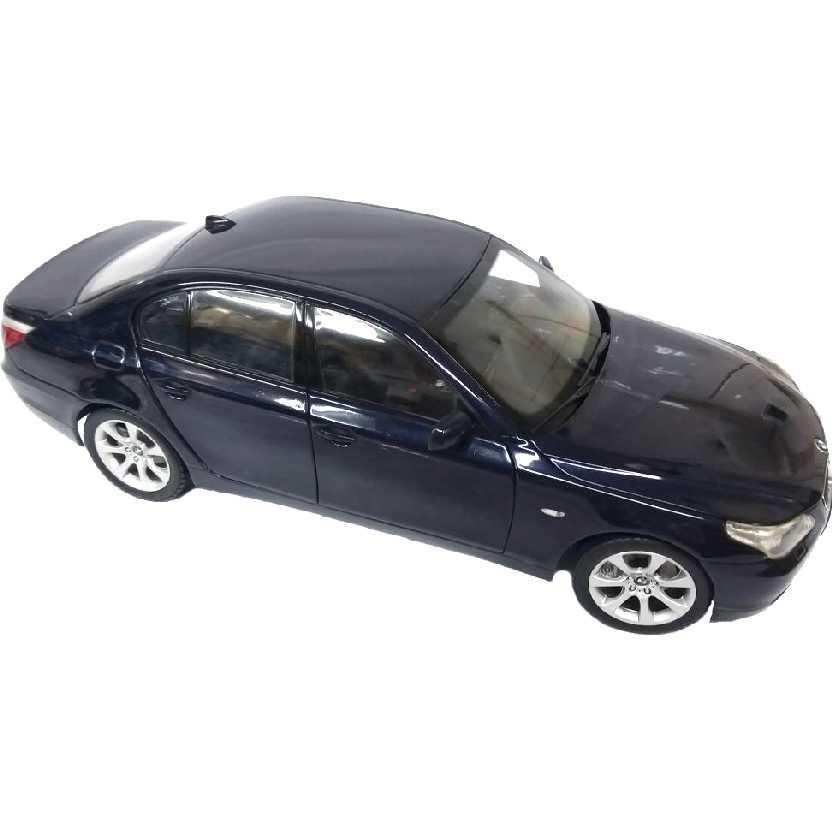 BMW 545i série 5 E60 cor azul metálico (2003) Miniatura Kyosho escala 1/18