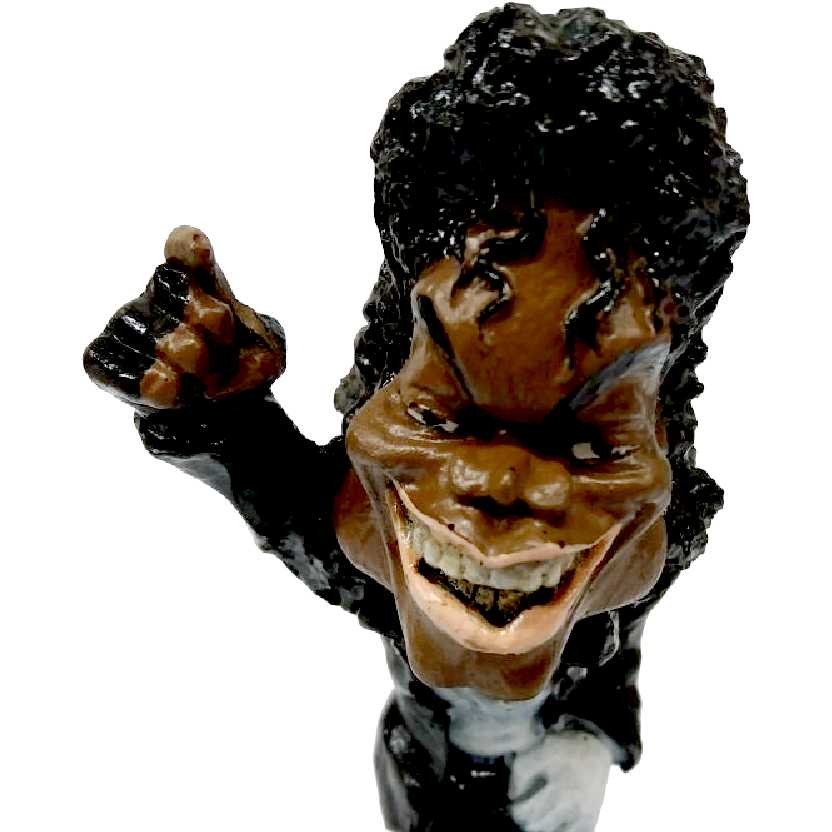 Boneco caricaturado do Michael Jackson