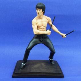 Boneco do Bruce Lee com 2 bastões (Sang Bong)