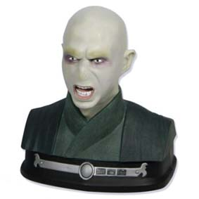 Busto do Voldemort com varinha do Harry Potter - ultimate duelling battle trainer