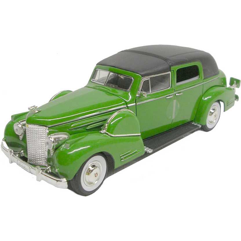 Cadillac Fleetwood (1938) marca Signature Models escala 1/32