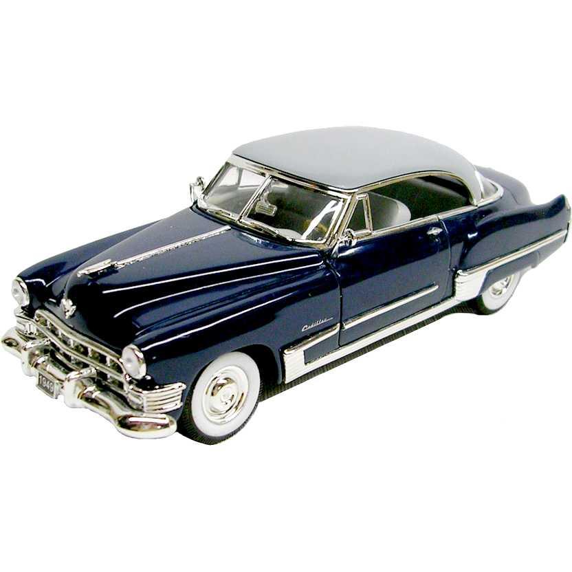 Cadillac series 62 Sedan cor azul (1949) miniatura marca Signature Models escala 1/32