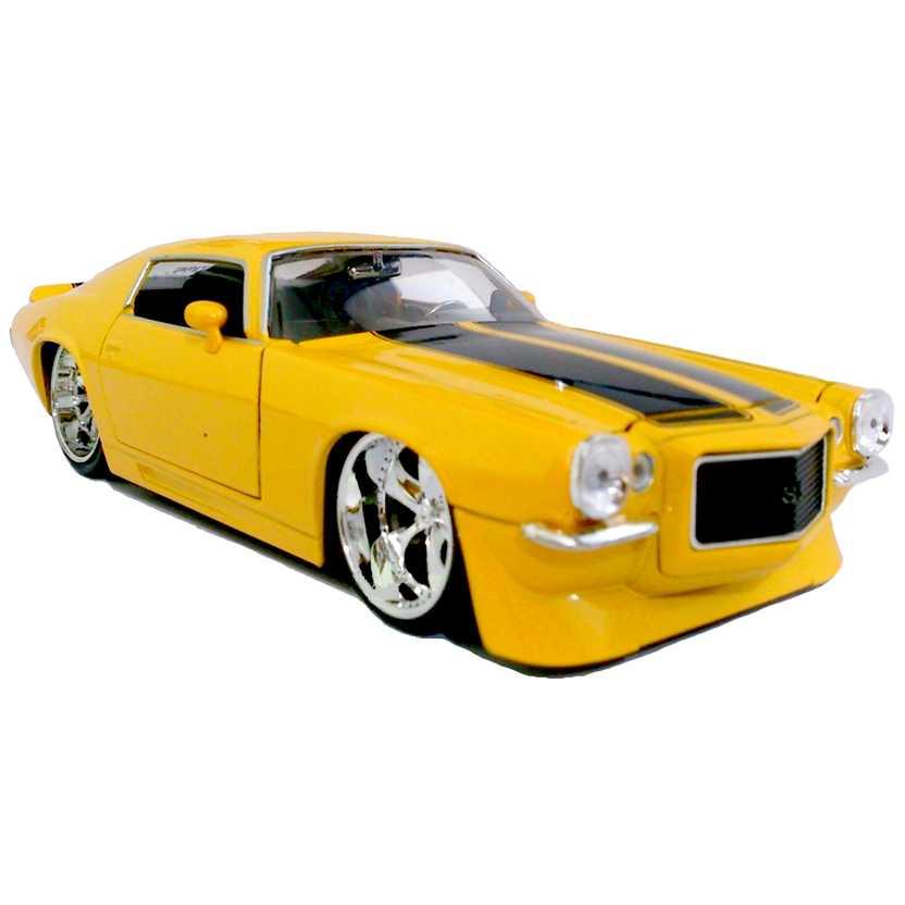 Chevrolet Camaro amarelo (1971) Chevy marca Jada Toys escala 1/24