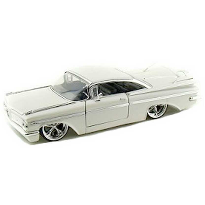 Chevrolet Impala branco perolizado (1959) Chevy marca Jada Toys escala 1/24