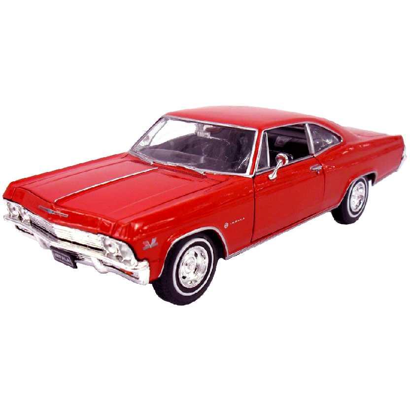 Chevrolet Impala SS 396 vermelho (1965) marca Welly escala 1/24