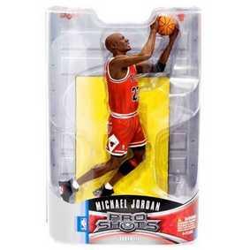 Chicago Bulls Pro Shots - Michael Jordan (Mid-Air Switch Layup)