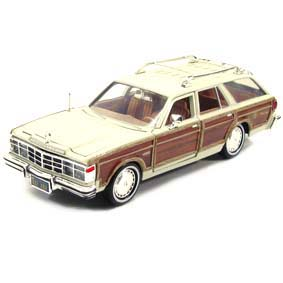 Chrysler Lebaron Town Country Wagon cor creme (1979) Motormax escala 1/24