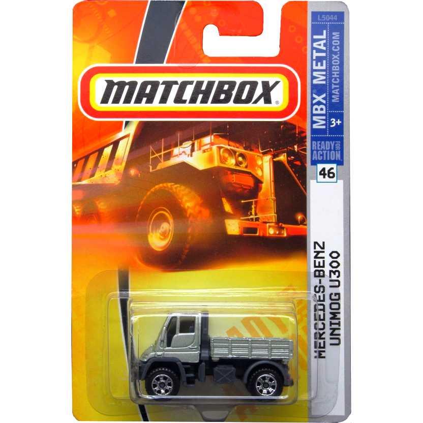 Coleção 2008 Matchbox Mercedes-Benz Unimog U300 prata #46 escala 1/64 L5044
