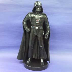Darth Vader com capa em tecido