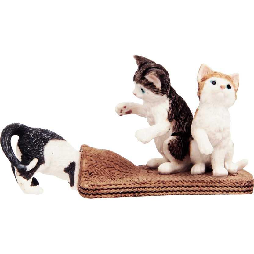 Diorama com 3 Gatinhos 13674 marca Schleich Cat Kittens Cats