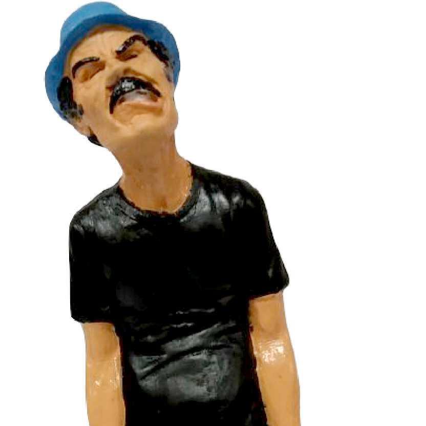 Estátua do Seu Madruga da Turma do Chaves