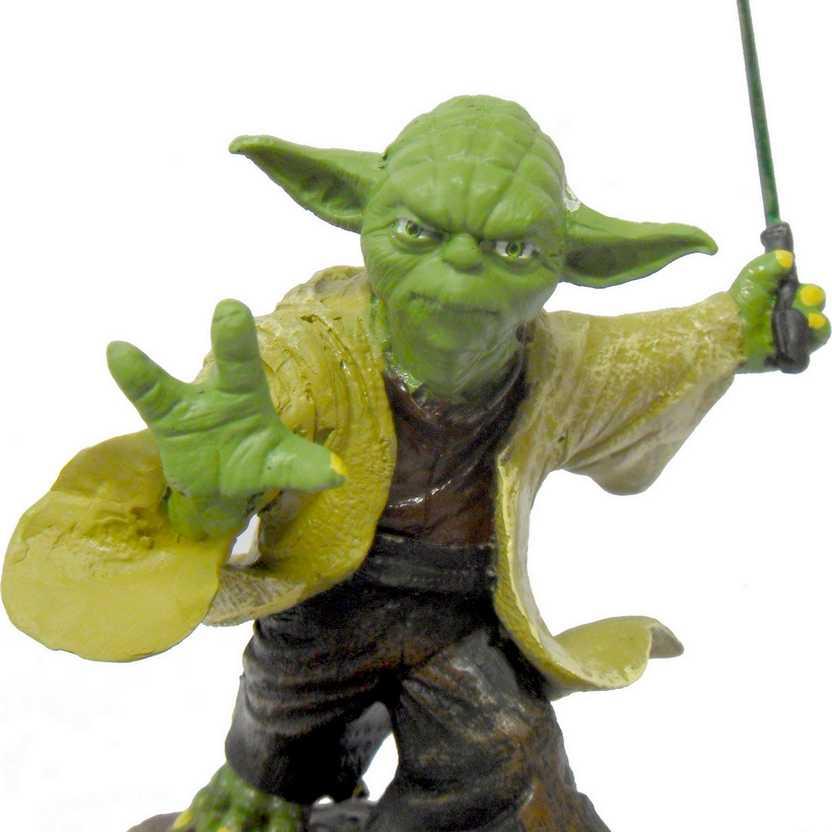Estátua do Yoda com sabre na rocha - Guerra nas Estrelas