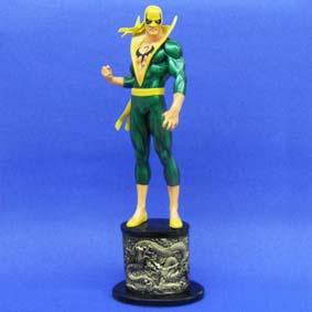 Estatueta Punho de Ferro (Iron Fist)