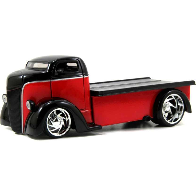 Ford COE FLATBED Vermelho/Preto (1947) marca Jada Toys escala 1/24