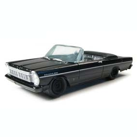 Ford Galaxie 500 Conv. (1965) Black Bandit Greenlight 1/64 R4 27640