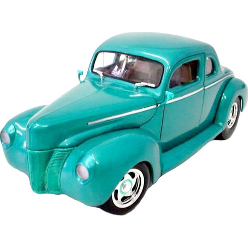 Ford Street Rod 1940 marca ERTL Collectibles - Street Rods escala 1/18