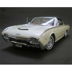 Ford Thunderbird Sports Roadster cor creme (1962) Welly escala 1/18