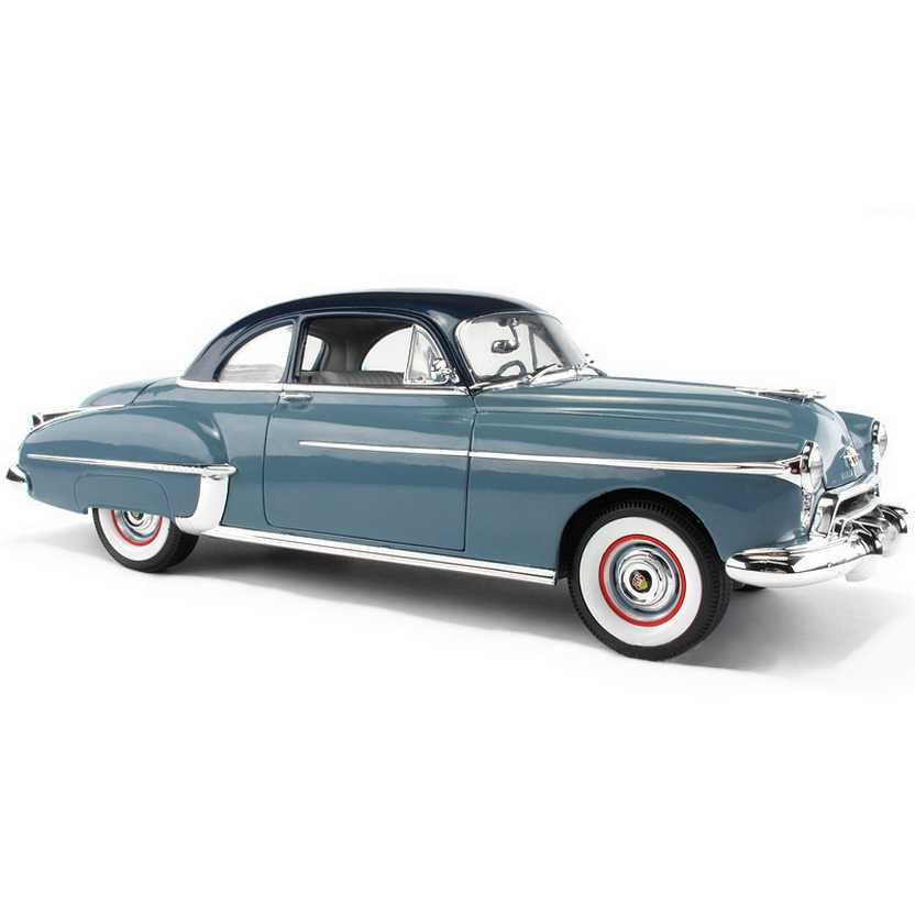 Grease - Oldsmobile Rocket 88 (1950) marca Auto World escala 1/18