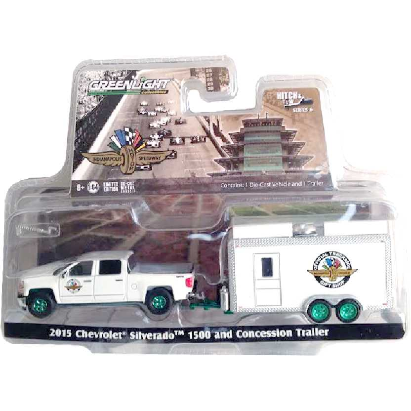 Greenlight Green Machine 2015 Chevrolet Silverado 1500 + Trailer Hitch and Tow escala 1/64