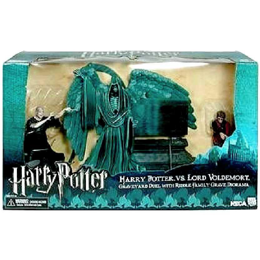 Harry Potter vs. Voldemort Graveyard Duel Diorama Neca Action figures