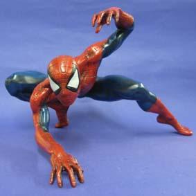 Homem Aranha agachado