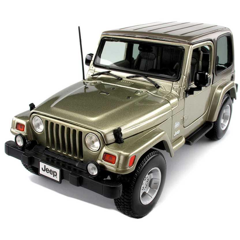 Jeep Wrangler Sahara TJ Safari marca Bburago escala 1/18