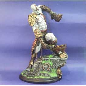 Kratos atacando