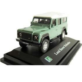 Land Rover Defender 110 verde com caixa de acrílico marca Cararama