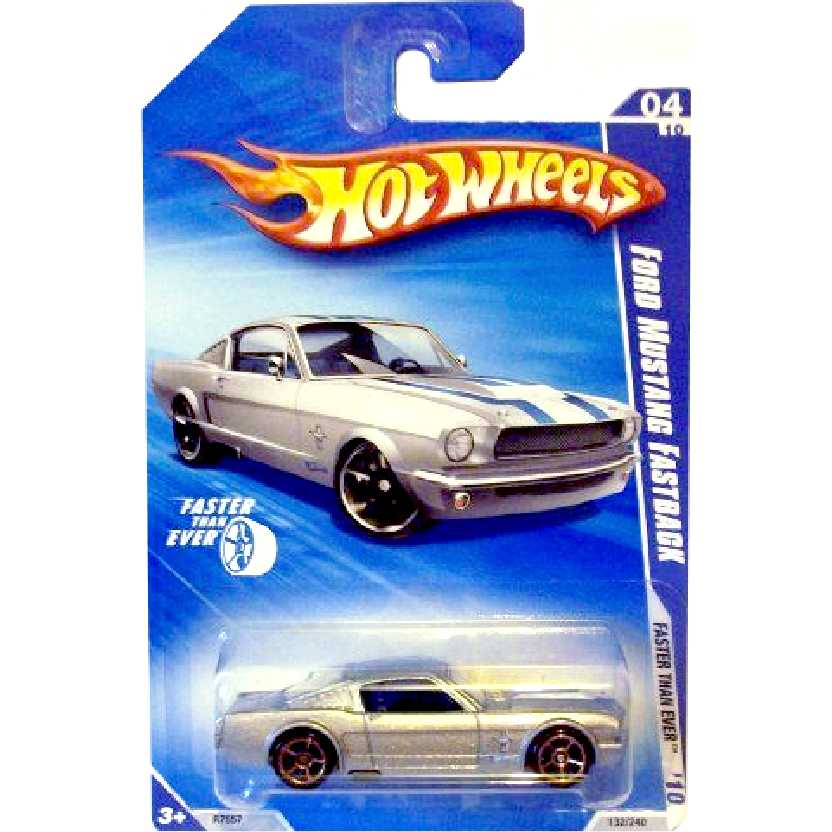 Linha 2010 Hot Wheels Ford Mustang Fastback Fast Than Ever 04/10 132/240 R7557 escala 1/64