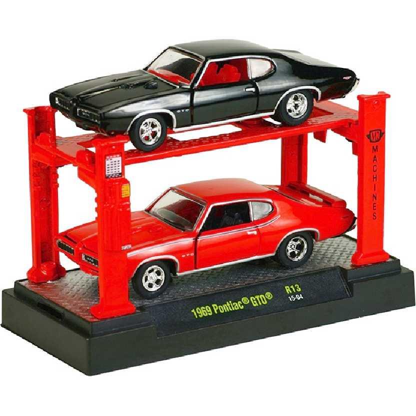 M2 Machines Auto Lift 2 pack 1969 Pontiac GTO release 13 escala 1/64 + Elevador