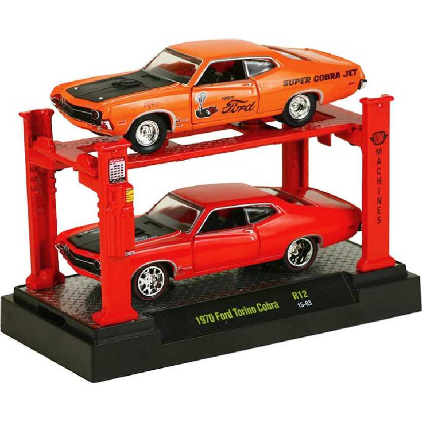 M2 Machines Auto Lift 2 pack 1970 Ford Torino Cobra release 12 escala 1/64 + Elevador