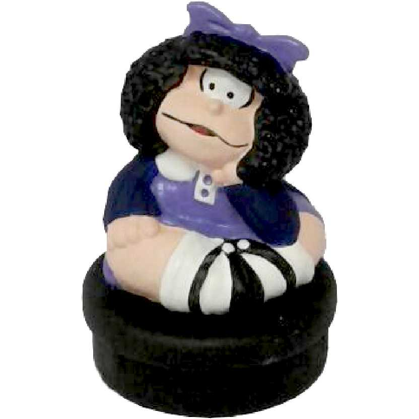 Mafalda média sentada