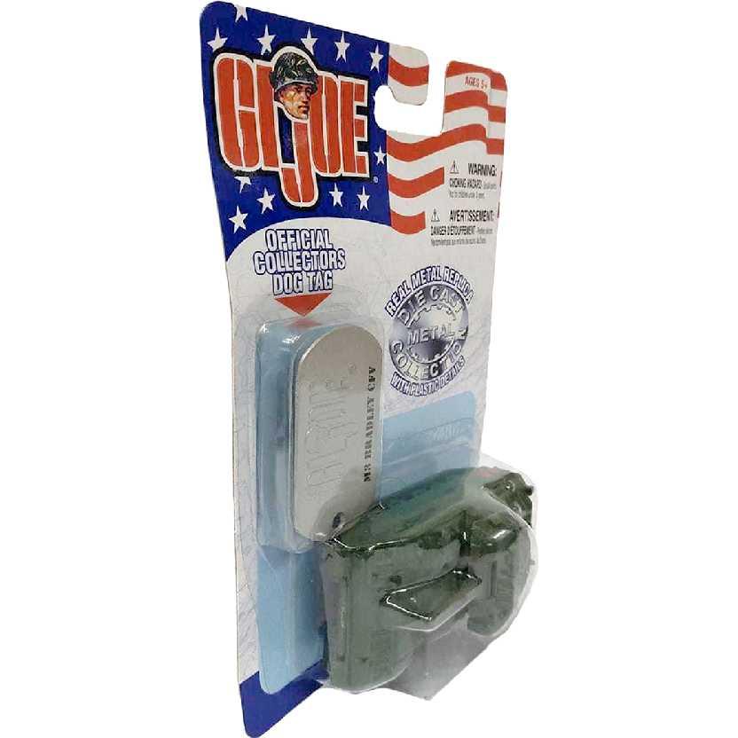 Maisto GI Joe + Dog Tag de metal Tanque M3 Bradley CFV verde escala 1/64