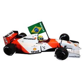 McLaren MP4/8 Ayrton Senna com Bandeira (GP Brasil 1993) Minichamps Collection