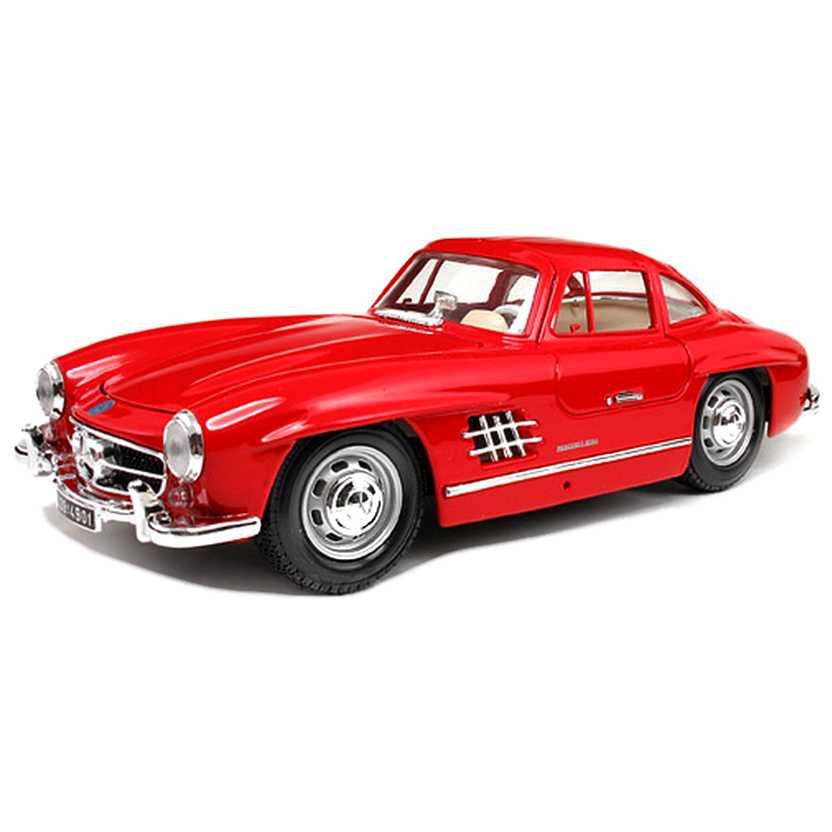 Mercedes-Benz 300 SL Gullwing cor vermelha (1954) marca Bburago escala 1/18