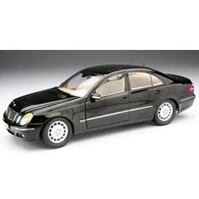 Mercedes Benz Classe E (2003) Kyosho 1/18