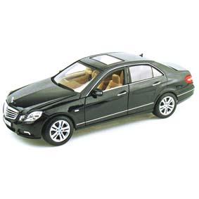 Mercedes-Benz E350 Classe E (2010) E-Klass da Maisto escala 1/18