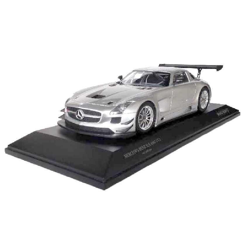 Mercedes-Benz SLS AMG GT3 Street (2011) prata marca Minichamps escala 1/18