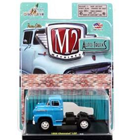 Miniatura Chevrolet Spartan LCF azul (1958) Miniaturas M2 Machines escala 1/64