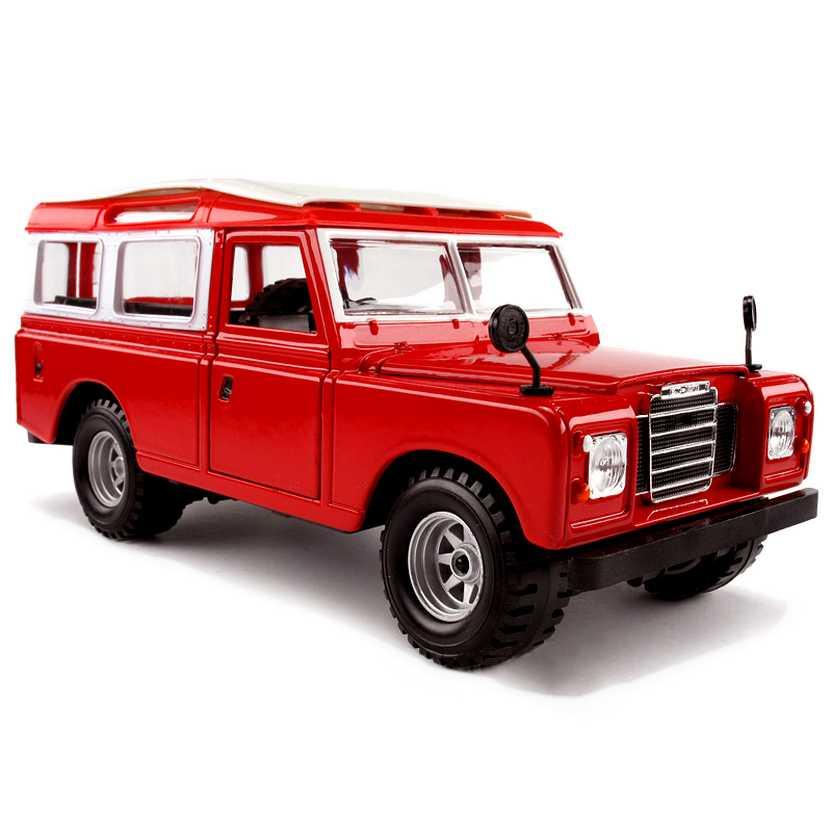 Miniatura da Land Rover Defender marca Bburago escala 1/24