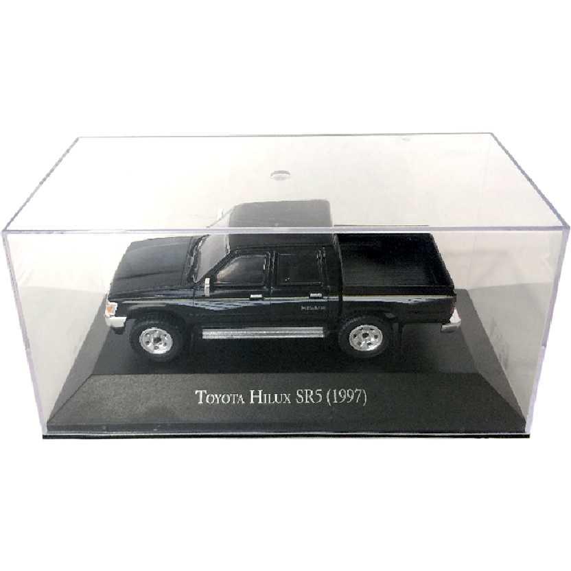 Miniatura da pickup Toyota Hilux SR5 (1997) escala 1/43 com caixa de acrílico
