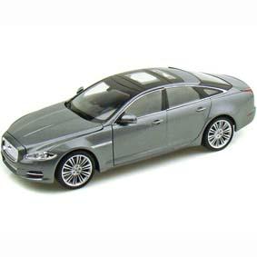 Miniatura da Welly Diecast Toys Brasil :: Jaguar XJ (2010) escala 1/24