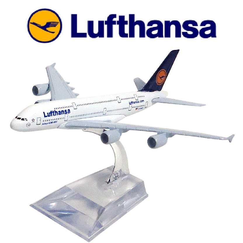 Miniatura de avião comercial Airbus A380 da Lufthansa airline company