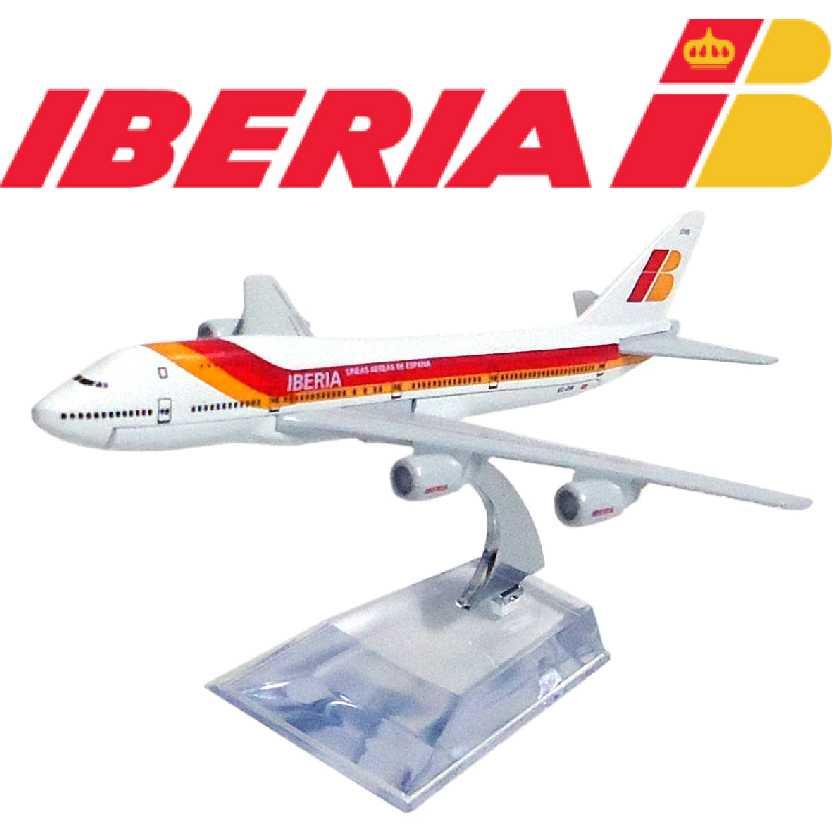 Miniatura de avião comercial Boeing 747 da Iberia airline company