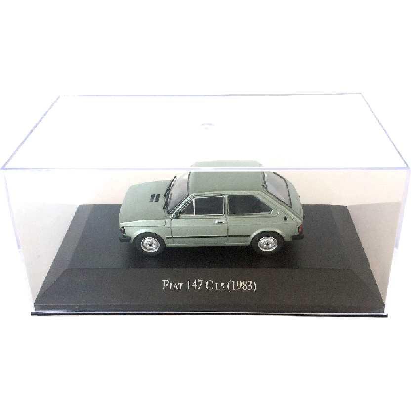 Miniatura do Fiat 147 CL5 (1983) escala 1/43 com caixa de acrílico