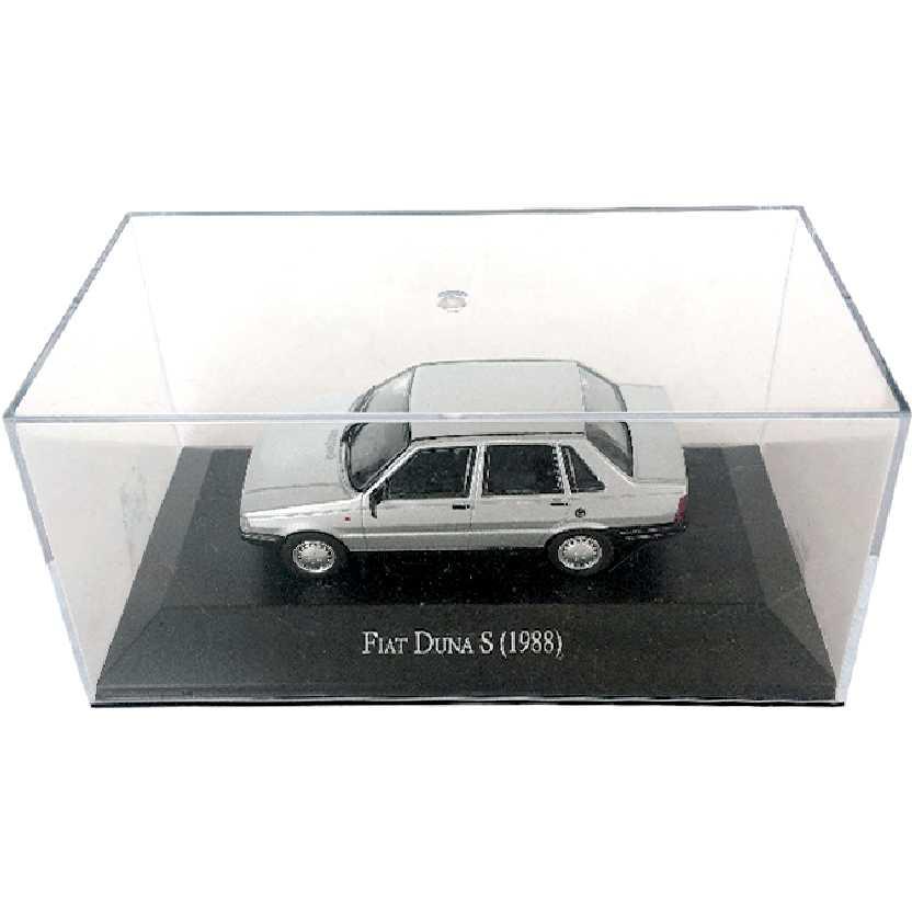 Miniatura do Fiat Prêmio (1988) Fiat Duna S escala 1/43 com caixa de acrílico